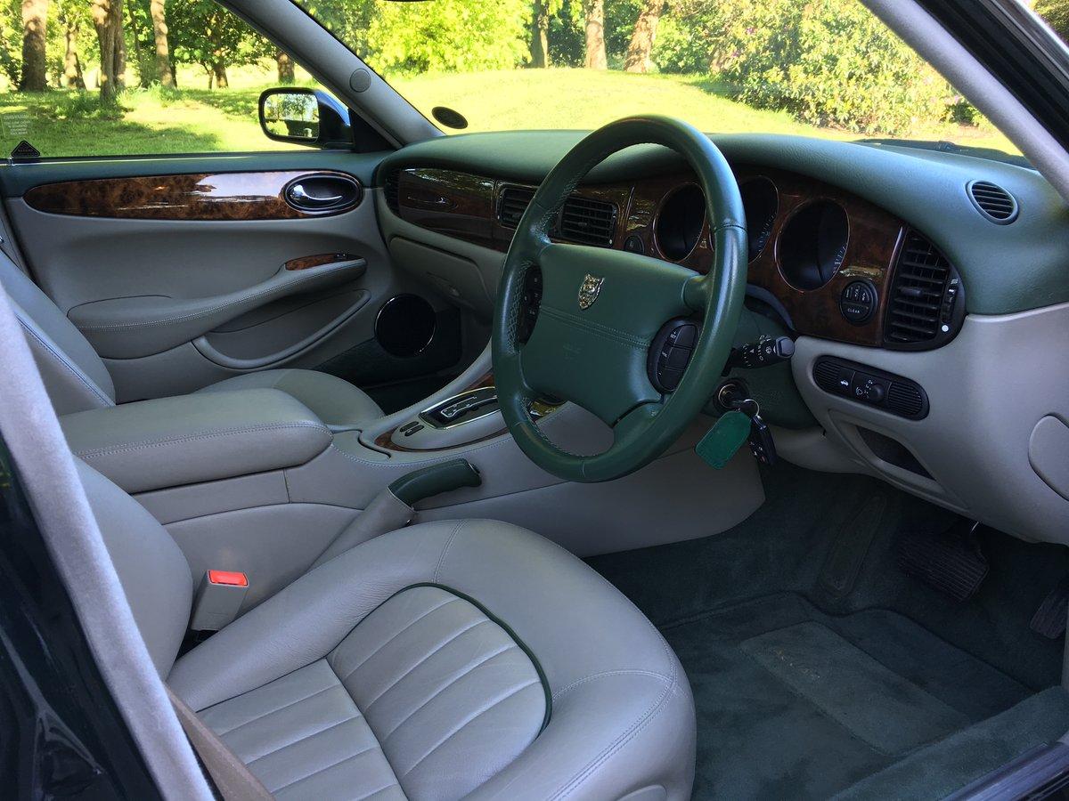 1998 Jaguar XJ8 4.0 V8 Sovereign Automatic LWB - 16,150 miles For Sale (picture 4 of 6)