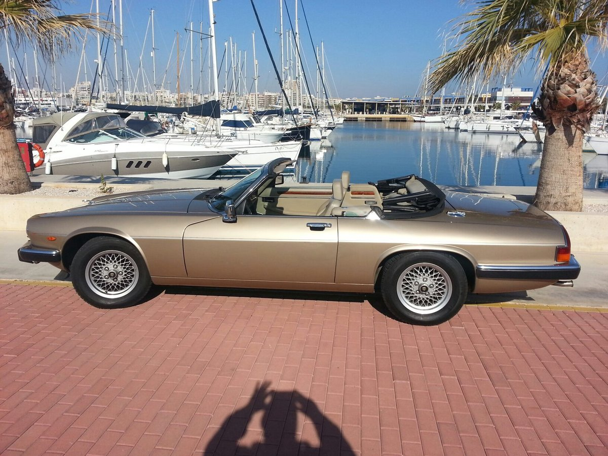 1988 XJS V12 convertible LHD gold For Sale (picture 1 of 6)