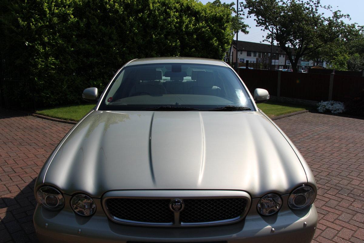 2008 A Magnificent Gold Jaguar XJ  - dream car ! For Sale (picture 1 of 6)