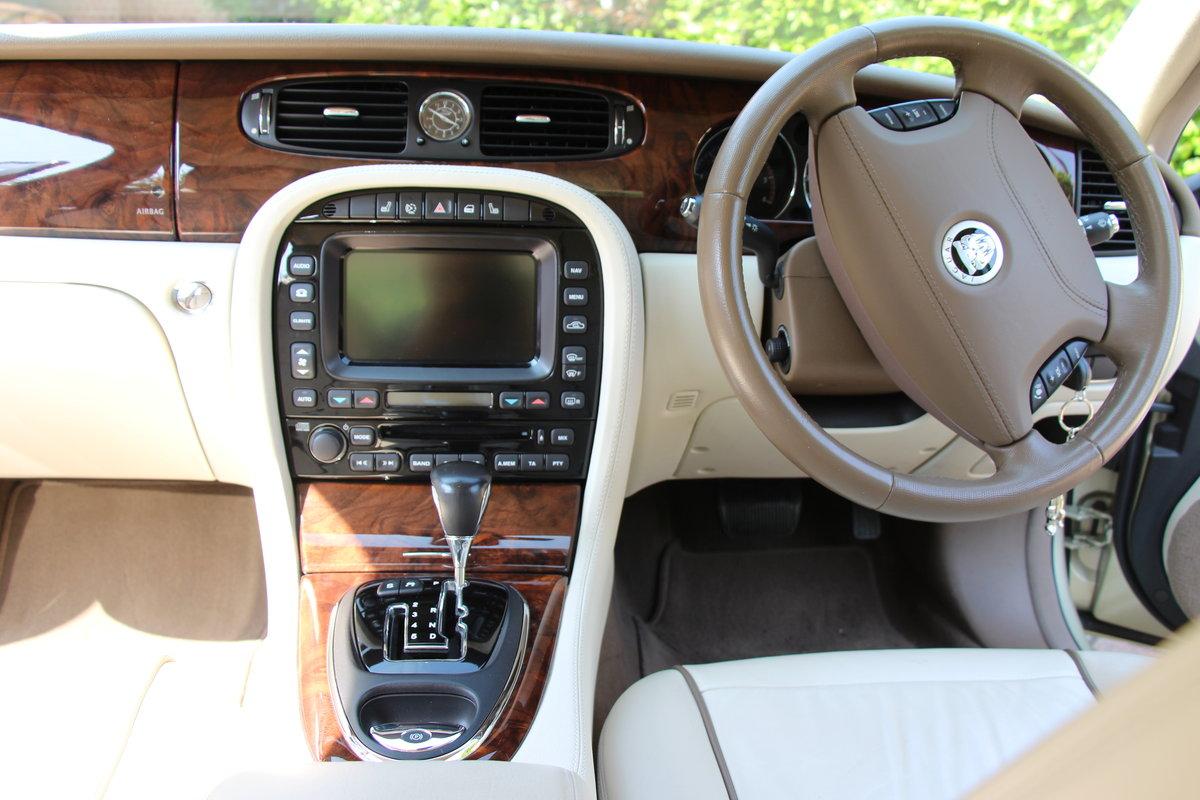2008 A Magnificent Gold Jaguar XJ  - dream car ! For Sale (picture 3 of 6)