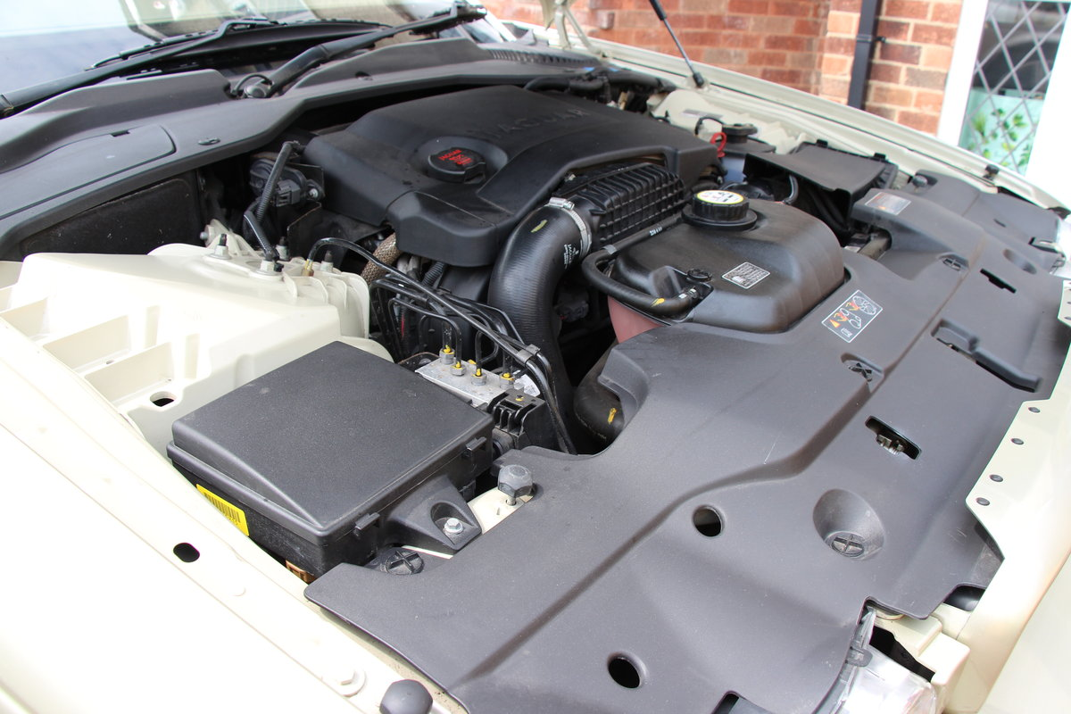 2008 A Magnificent Gold Jaguar XJ  - dream car ! For Sale (picture 5 of 6)