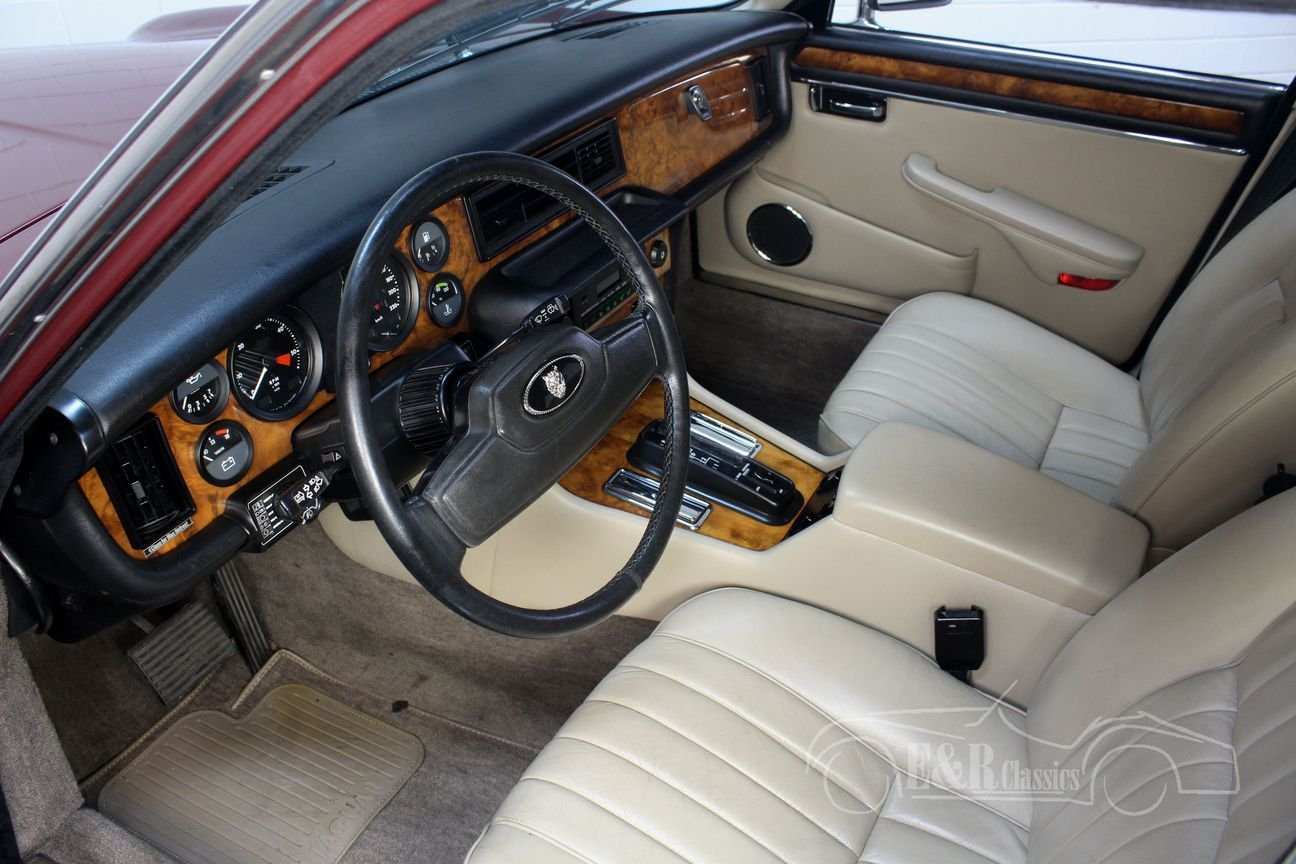 Jaguar XJ6 4.2 Sovereign 1986 Automatic gearbox, new paint For Sale (picture 3 of 6)