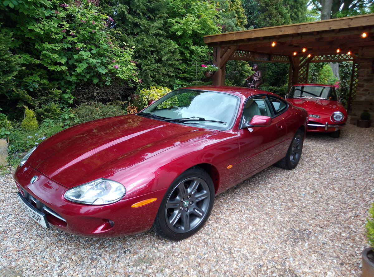 1998 JAGUAR XK8 IN REMARKABLE CONDITION  For Sale (picture 2 of 6)