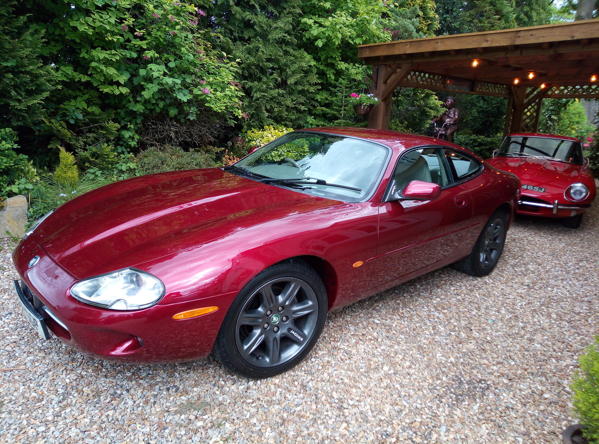 1998 JAGUAR XK8 IN REMARKABLE CONDITION  For Sale (picture 5 of 6)