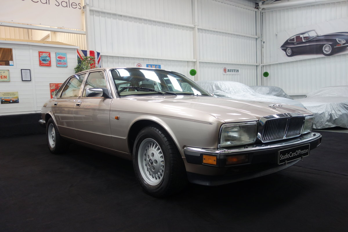 1992 Jaguar XJ40 XJ6 Sovereign 58'000 miles Excellent car. SOLD (picture 1 of 6)