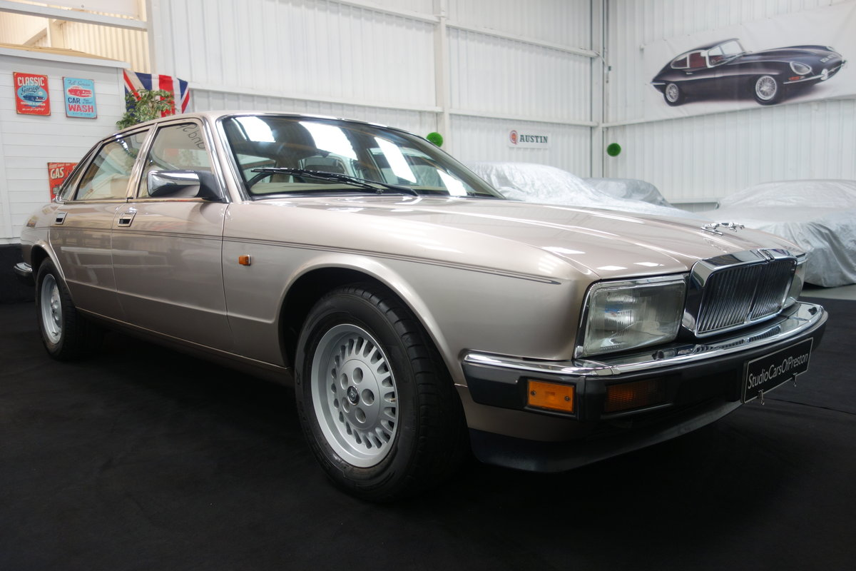 1992 Jaguar XJ40 XJ6 Sovereign 58'000 miles Excellent car. SOLD (picture 2 of 6)