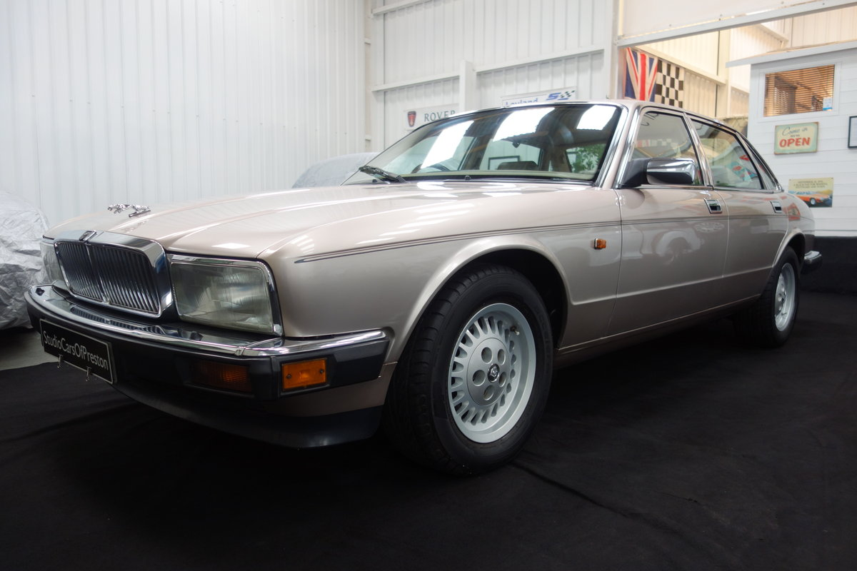 1992 Jaguar XJ40 XJ6 Sovereign 58'000 miles Excellent car. SOLD (picture 3 of 6)