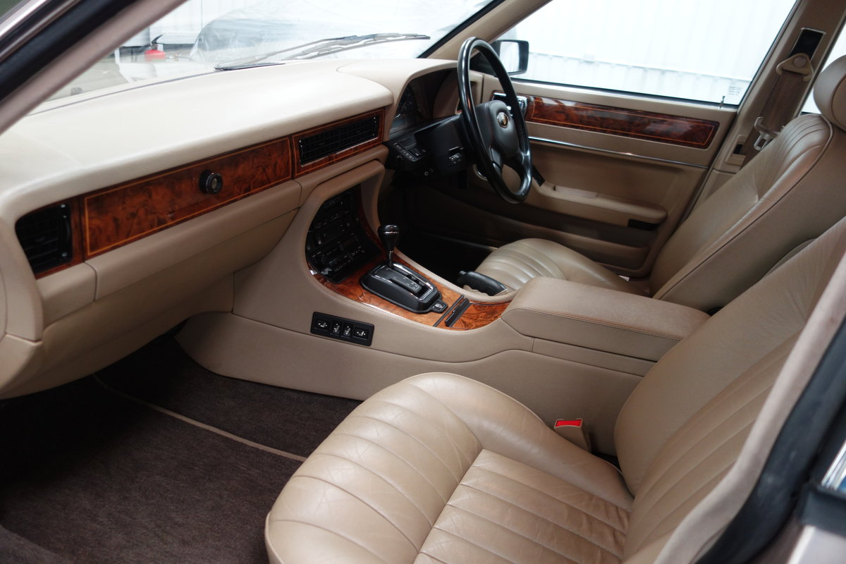 1992 Jaguar XJ40 XJ6 Sovereign 58'000 miles Excellent car. SOLD (picture 6 of 6)