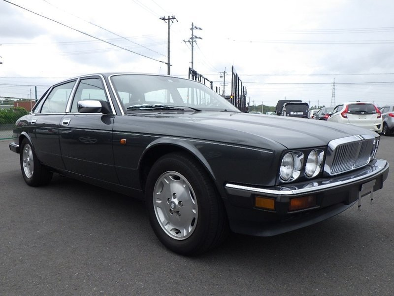 1991 Jaguar XJ6 3.2 XJ40 only 1 owner and 13k miles from new  For Sale (picture 1 of 6)