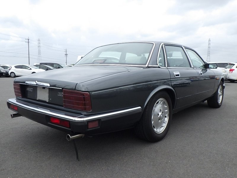 1991 Jaguar XJ6 3.2 XJ40 only 1 owner and 13k miles from new  For Sale (picture 2 of 6)