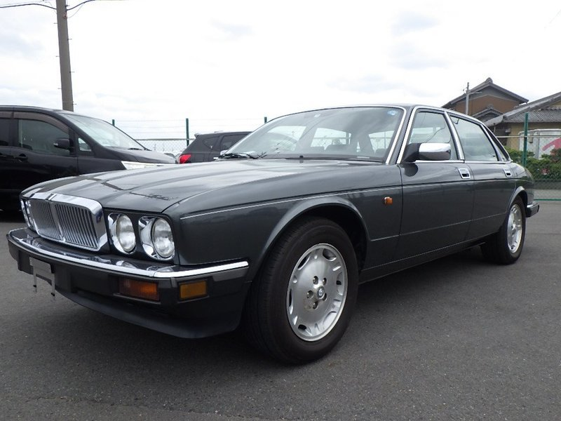 1991 Jaguar XJ6 3.2 XJ40 only 1 owner and 13k miles from new  For Sale (picture 3 of 6)
