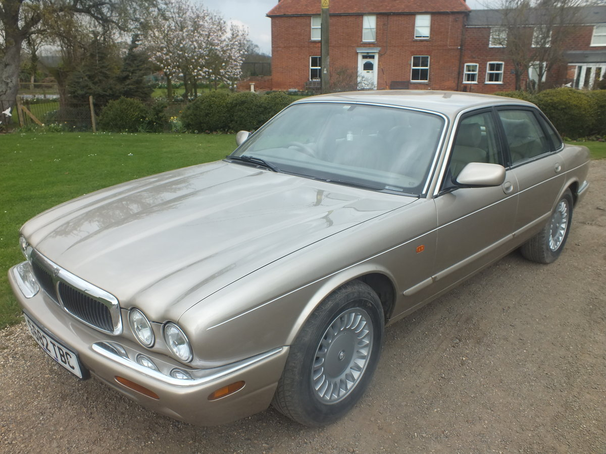 Amazing  1998 3.2 Auto XJ8 for year For Sale (picture 2 of 6)