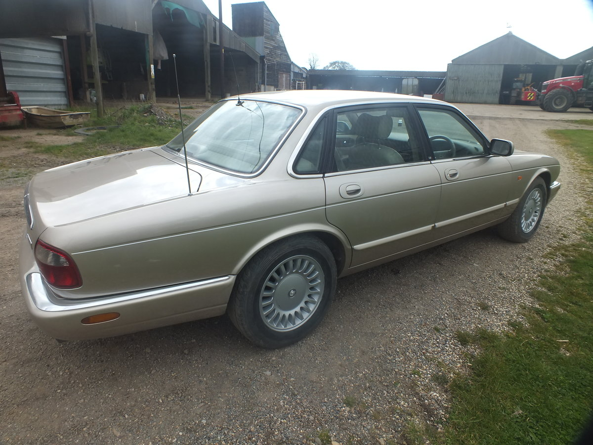 Amazing  1998 3.2 Auto XJ8 for year For Sale (picture 4 of 6)
