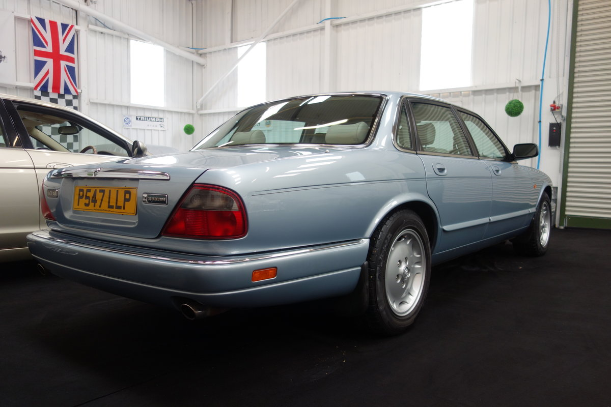 1996 Jaguar XJ6 3.2 Executive Beautiful condition throughout SOLD (picture 3 of 6)