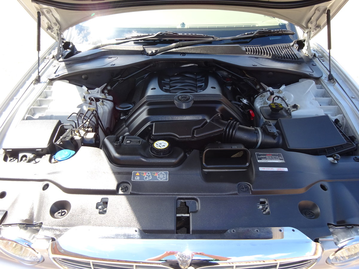 JAGUAR XJ8 SE 3.5 X350 2004 27K MILES FROM NEW 1 OWNER  For Sale (picture 4 of 6)
