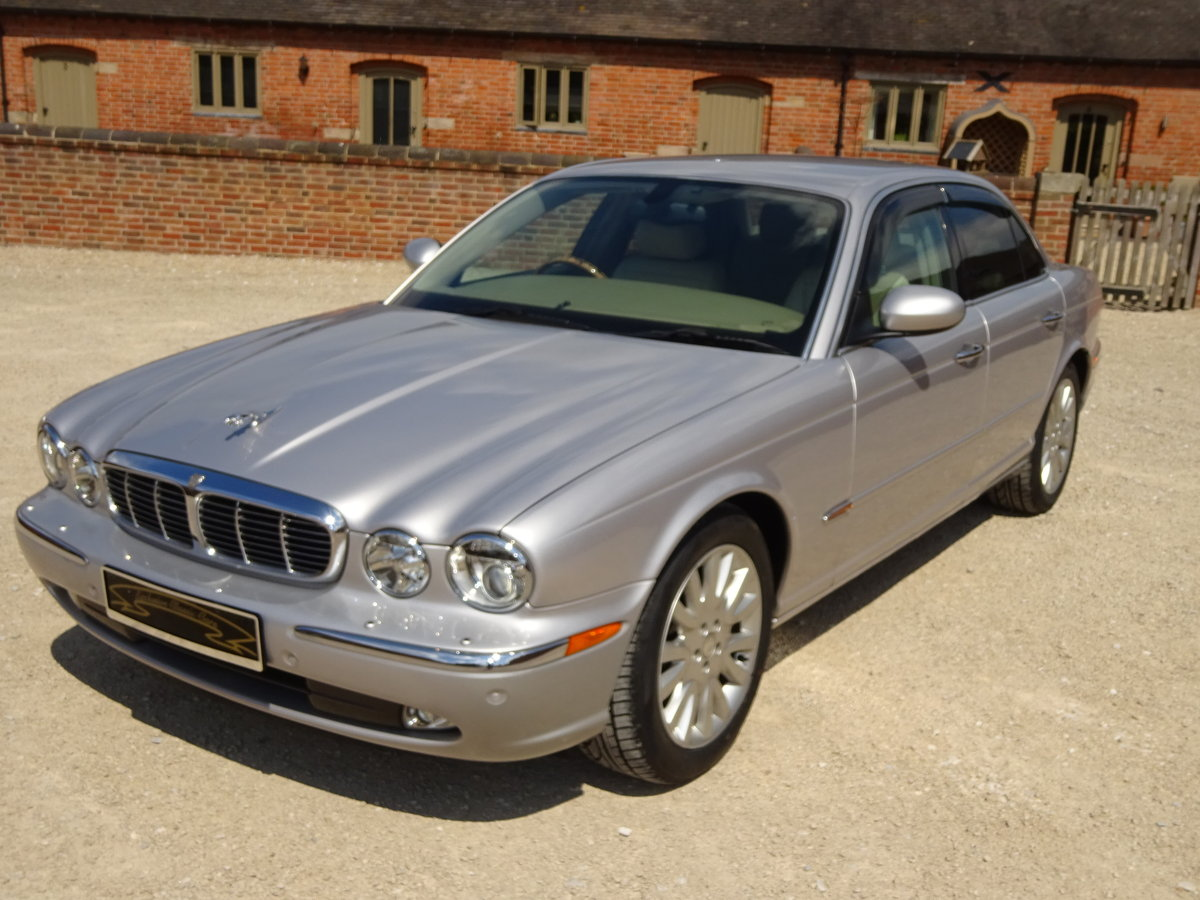JAGUAR XJ8 SE 3.5 X350 2004 27K MILES FROM NEW 1 OWNER  For Sale (picture 6 of 6)