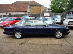 2000 JAGUAR XJ 4.0 V8 SALOON  ONLY 30,000 MILES FROM NEW  For Sale