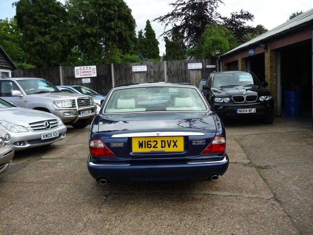 2000 JAGUAR XJ 4.0 V8 SALOON  ONLY 30,000 MILES FROM NEW  For Sale (picture 5 of 5)