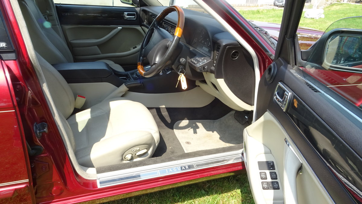 1997 Desirable XJR with less miles than most! For Sale (picture 5 of 6)