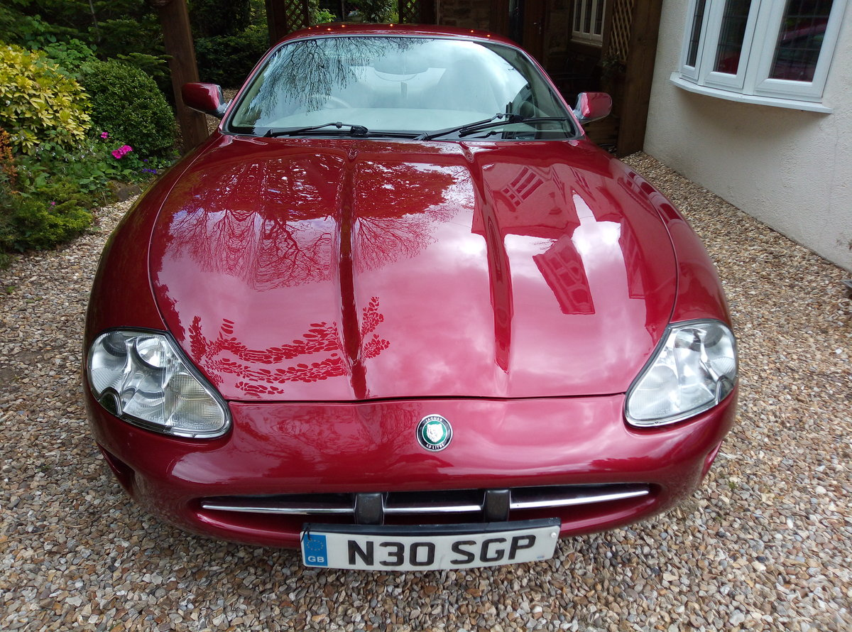 1998 JAGUAR XK8 IMMACULATE  EXAMPLE WITH FSH For Sale (picture 3 of 6)