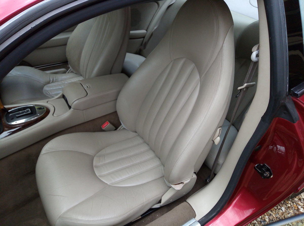 1998 JAGUAR XK8 IMMACULATE  EXAMPLE WITH FSH For Sale (picture 5 of 6)