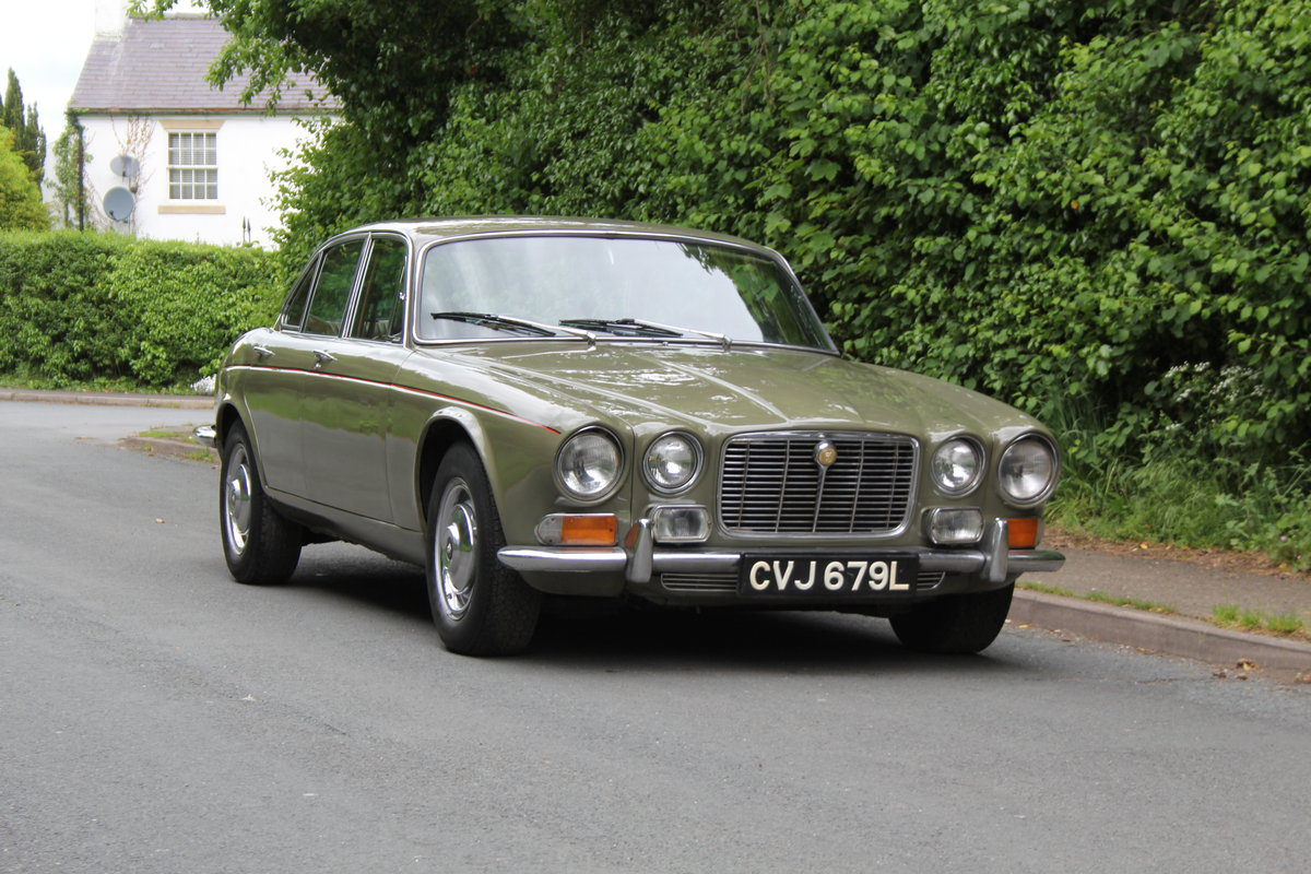1973 Jaguar XJ6 Series I 4.2 Manual O/D For Sale (picture 1 of 12)
