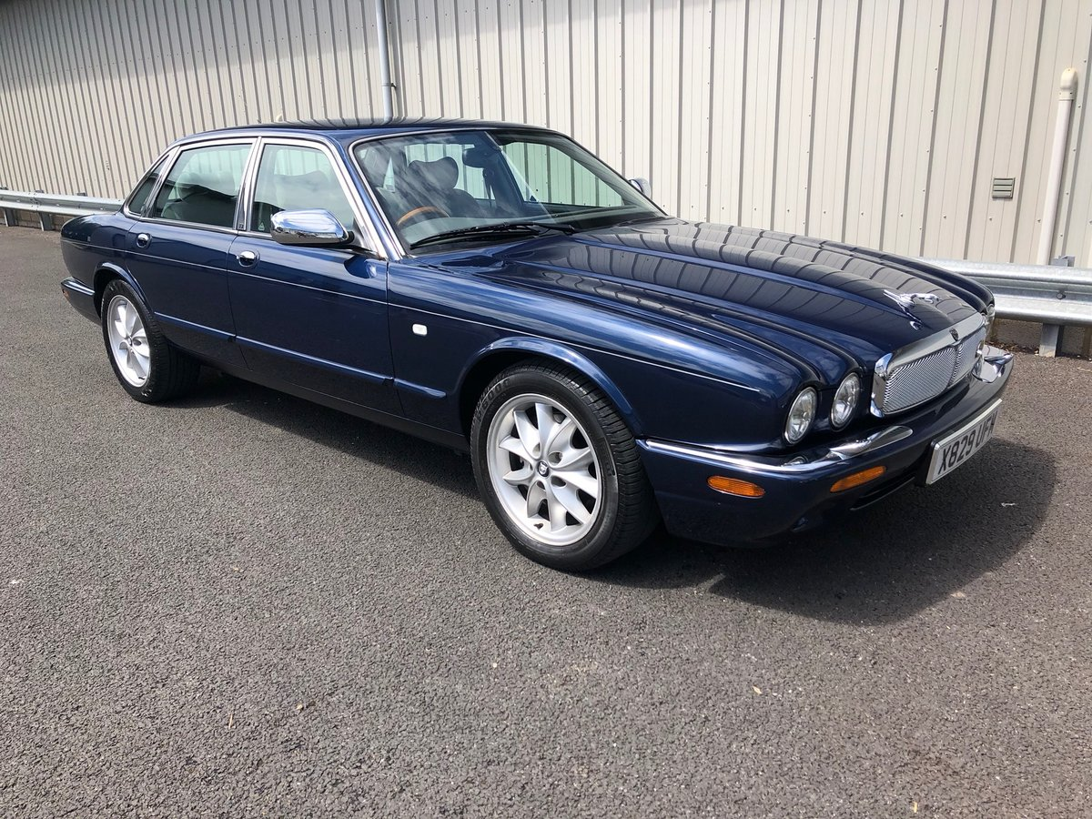 2000 X JAGUAR XJ XJ8 3.2 SOVEREIGN V8 AUTO 240 BHP EXECUTIVE For Sale (picture 1 of 6)
