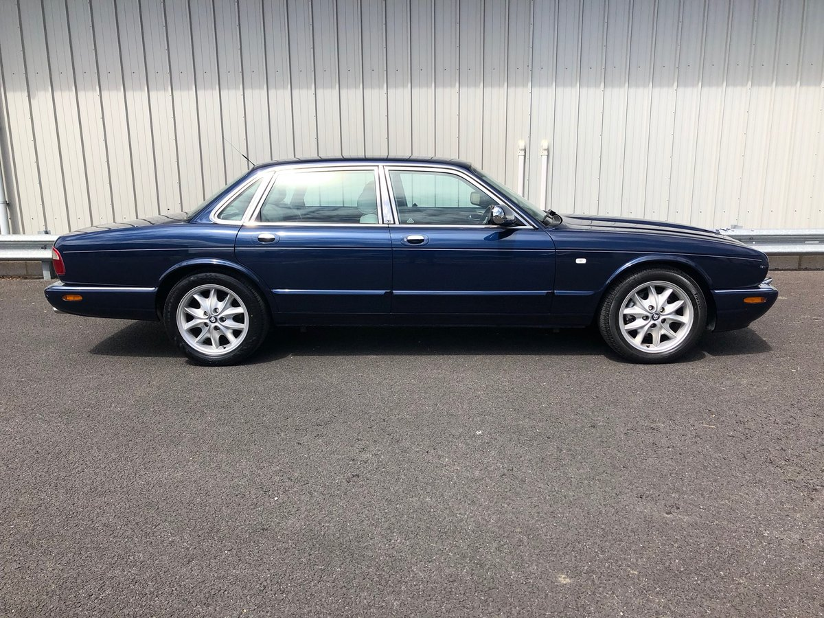 2000 X JAGUAR XJ XJ8 3.2 SOVEREIGN V8 AUTO 240 BHP EXECUTIVE For Sale (picture 2 of 6)