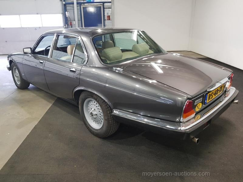 Jaguar XJ V12 1987  For Sale by Auction (picture 3 of 6)