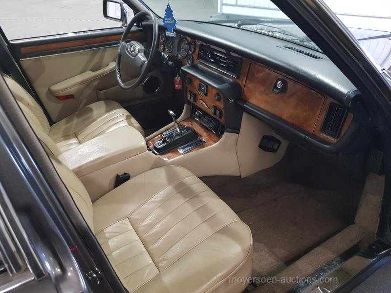 Jaguar XJ V12 1987  For Sale by Auction (picture 5 of 6)