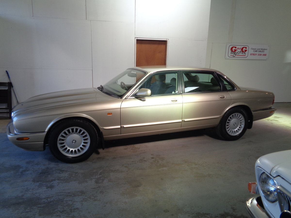 1998 Lovely xj8 - 76k fsh and lovely !! For Sale (picture 1 of 6)