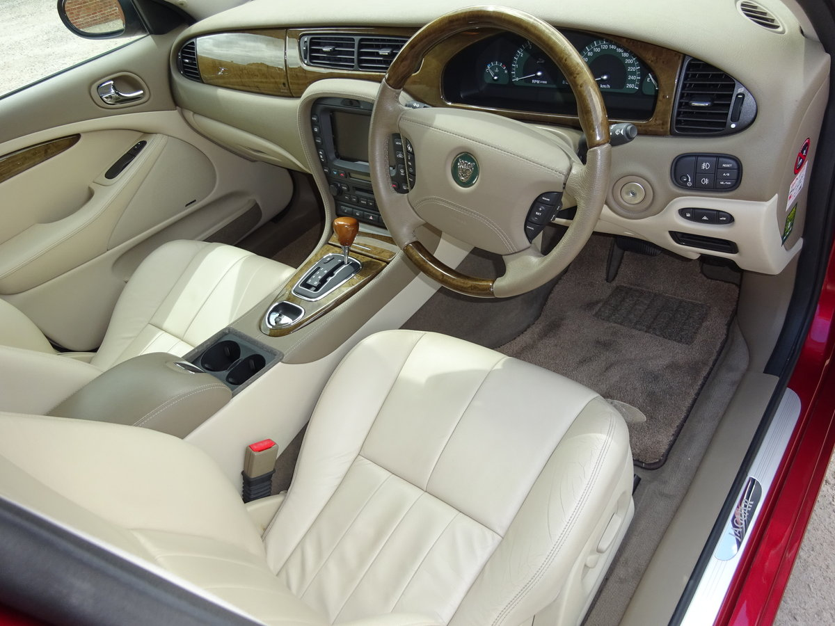 JAGUAR S TYPE 3.0 V6 AUTO 2003 14K MILES FROM NEW 1 OWNER  For Sale (picture 2 of 6)