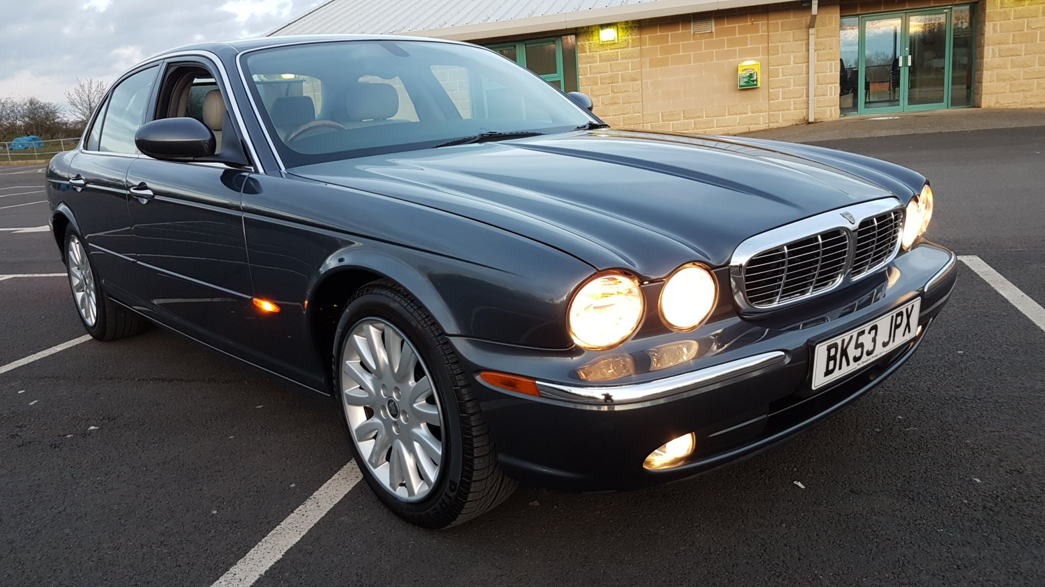2003 Beautiful XJ8