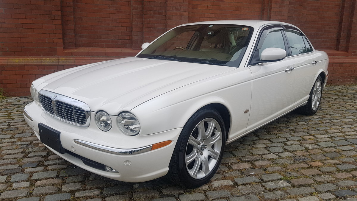 2006 JAGUAR XJ8 3.0 EXECUTIVE WITH LEATHER INTERIOR  SOLD (picture 1 of 6)