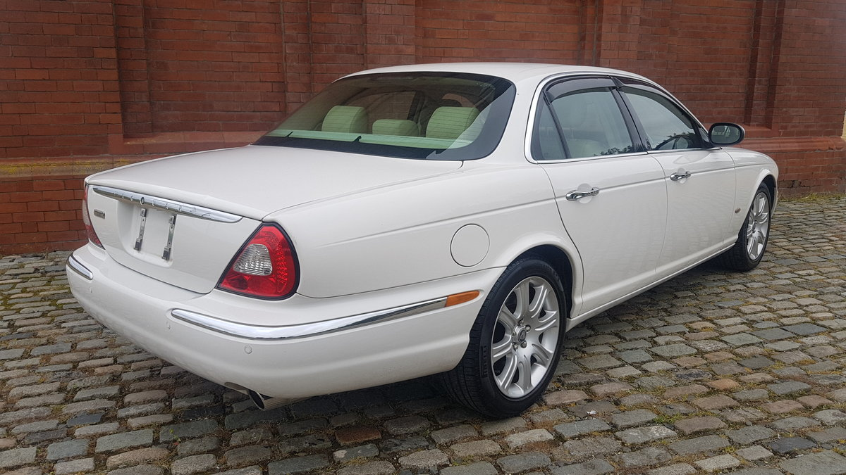 2006 JAGUAR XJ8 3.0 EXECUTIVE WITH LEATHER INTERIOR  SOLD (picture 2 of 6)
