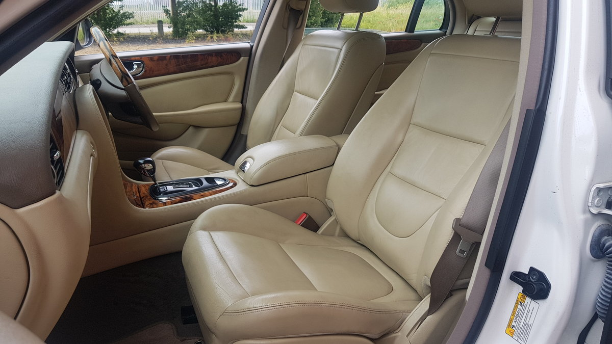 2006 JAGUAR XJ8 3.0 EXECUTIVE WITH LEATHER INTERIOR  SOLD (picture 3 of 6)