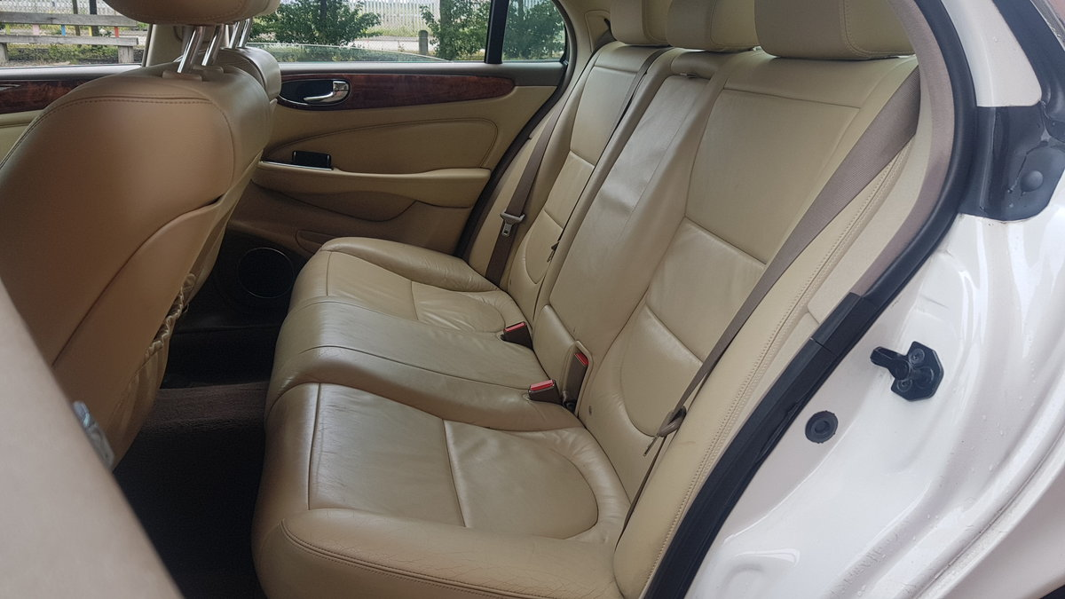 2006 JAGUAR XJ8 3.0 EXECUTIVE WITH LEATHER INTERIOR  SOLD (picture 4 of 6)