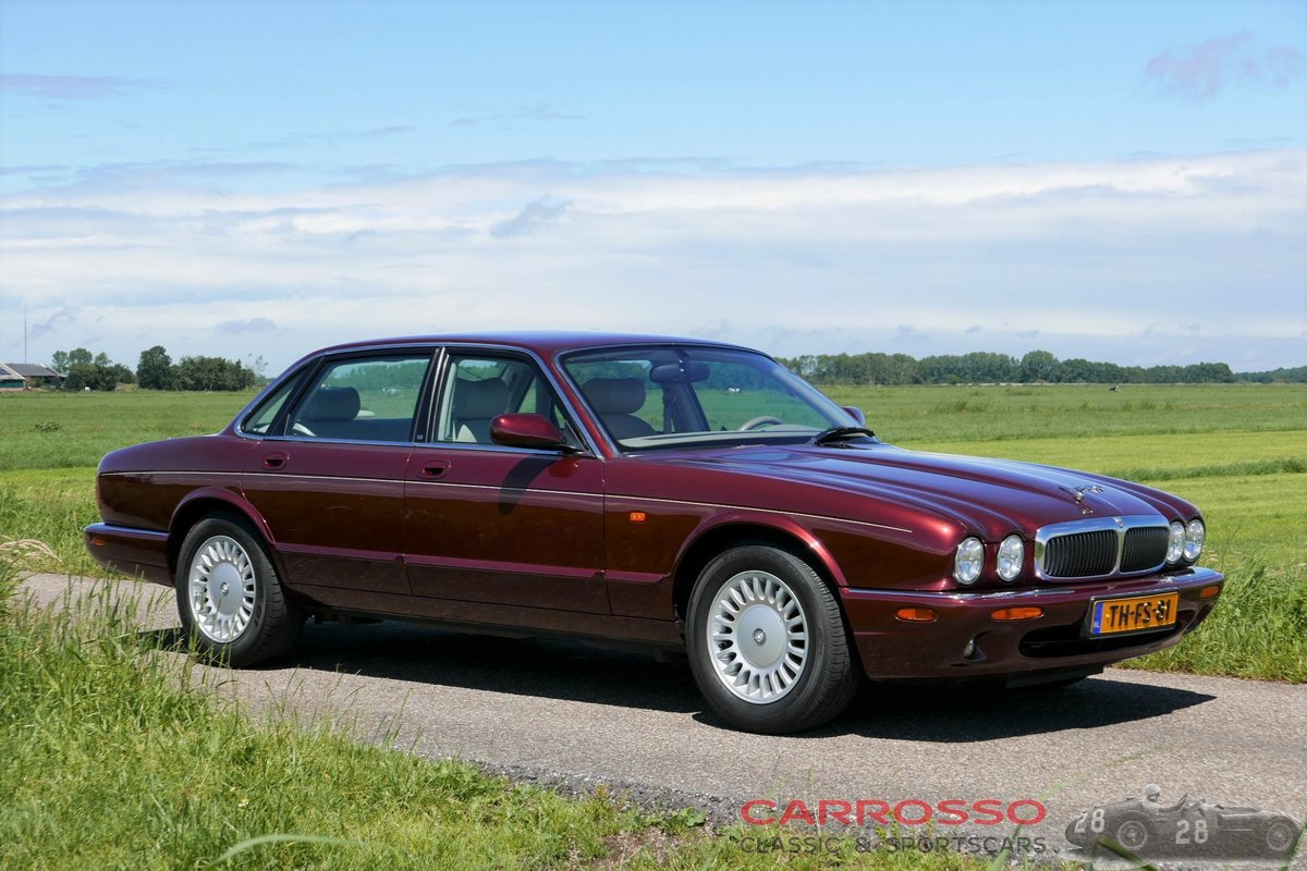 1998 Jaguar XJ8 Executive preserved in good condition For Sale (picture 1 of 6)