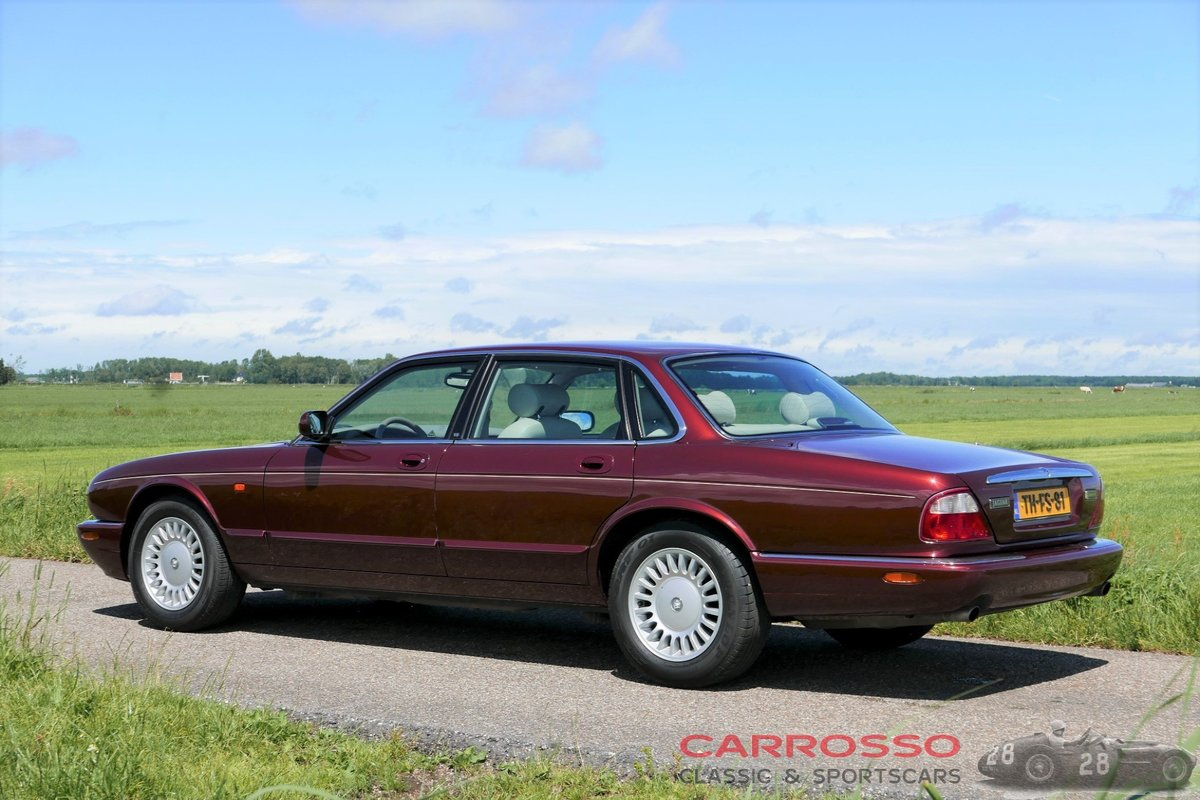 1998 Jaguar XJ8 Executive preserved in good condition For Sale (picture 2 of 6)
