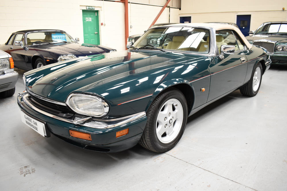1993 6.0 V12 Convertible from a most meticulous collector For Sale (picture 3 of 6)