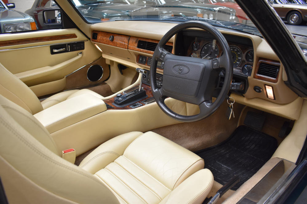 1993 6.0 V12 Convertible from a most meticulous collector For Sale (picture 5 of 6)