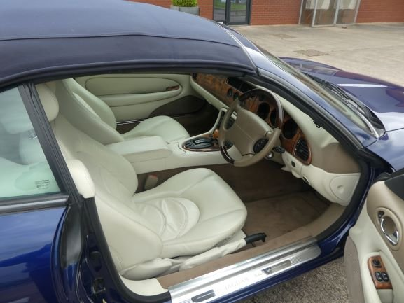 2001 Jaguar XKR 4.0 Cabriolet For Sale (picture 2 of 6)