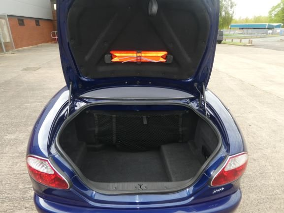 2001 Jaguar XKR 4.0 Cabriolet For Sale (picture 3 of 6)