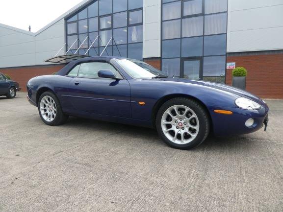 2001 Jaguar XKR 4.0 Cabriolet For Sale (picture 4 of 6)