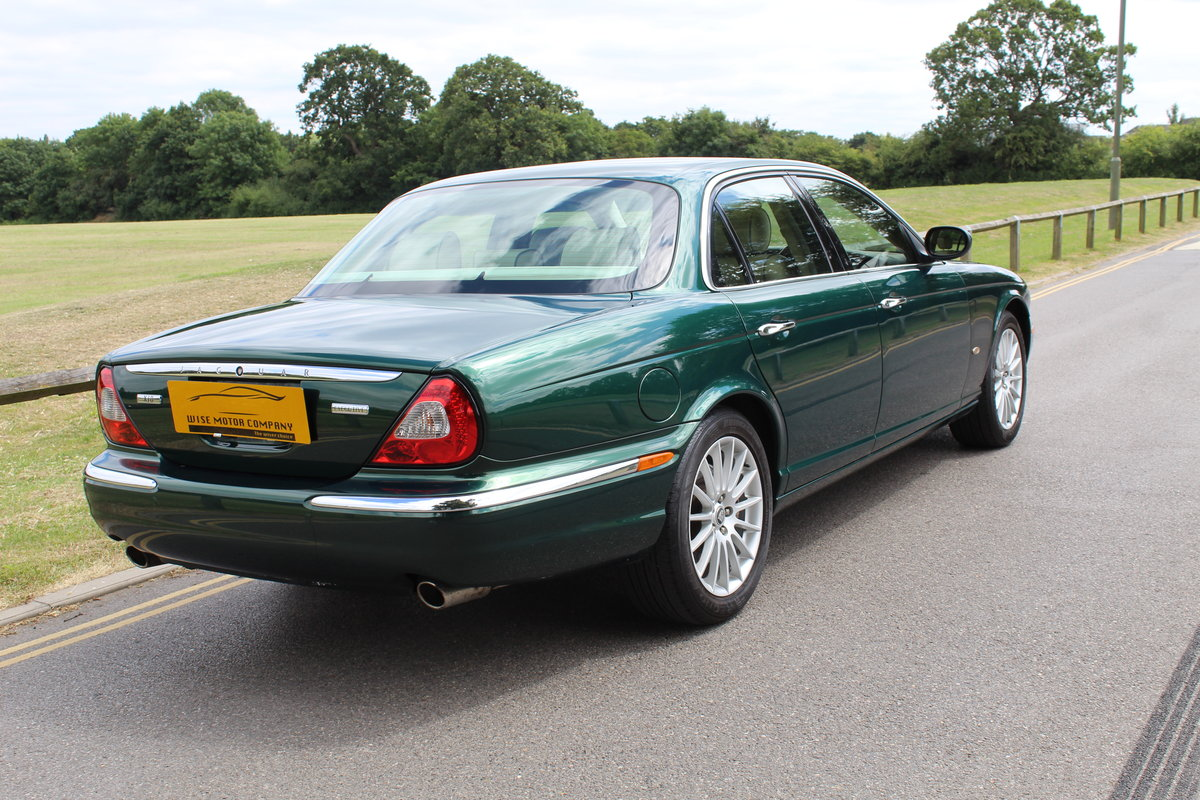 Beautiful 2006/56 Jaguar XJ8 4.2 V8 Executive For Sale (picture 2 of 6)
