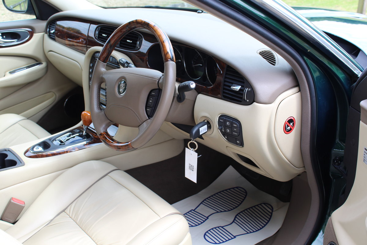 Beautiful 2006/56 Jaguar XJ8 4.2 V8 Executive For Sale (picture 3 of 6)