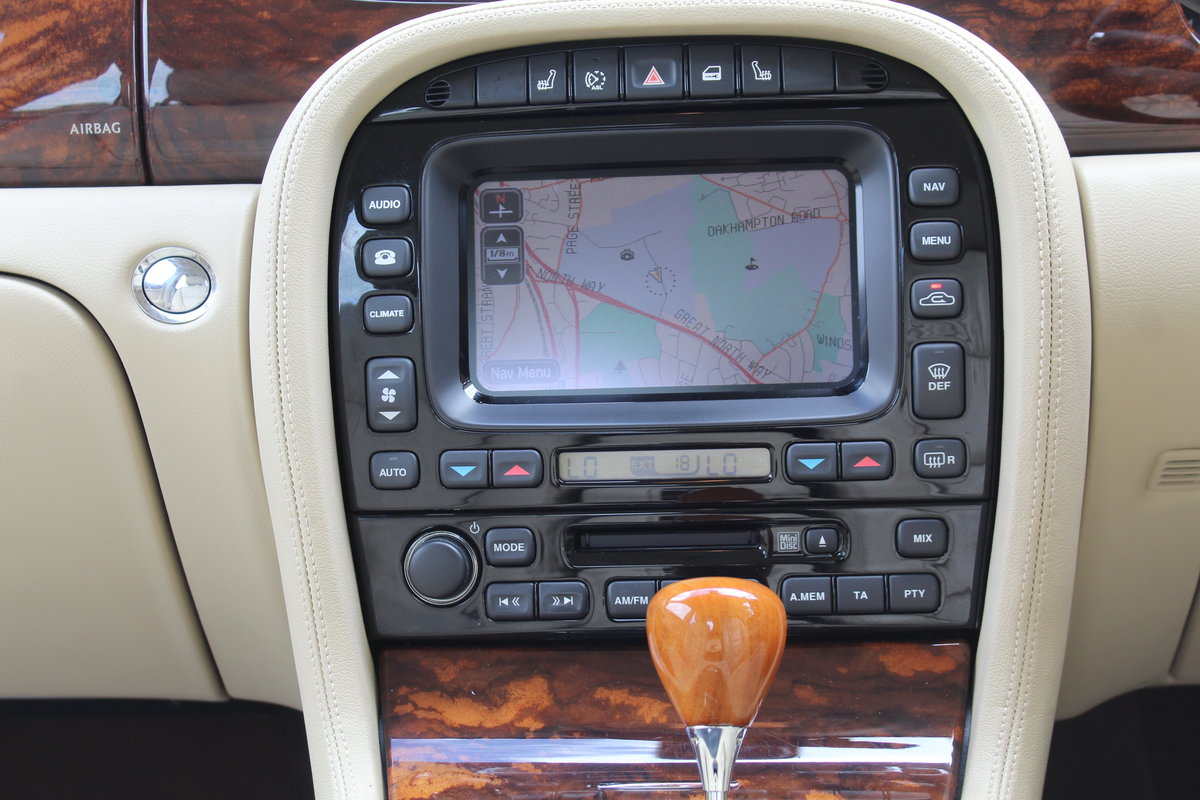 Beautiful 2006/56 Jaguar XJ8 4.2 V8 Executive For Sale (picture 5 of 6)