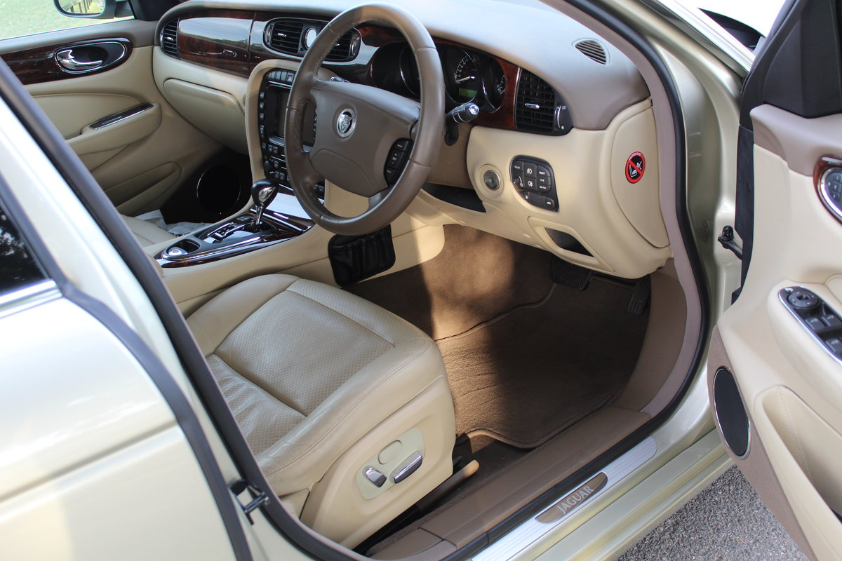 2009 Beautiful Jaguar XJ 3.0 Executive X358 Model For Sale (picture 3 of 6)