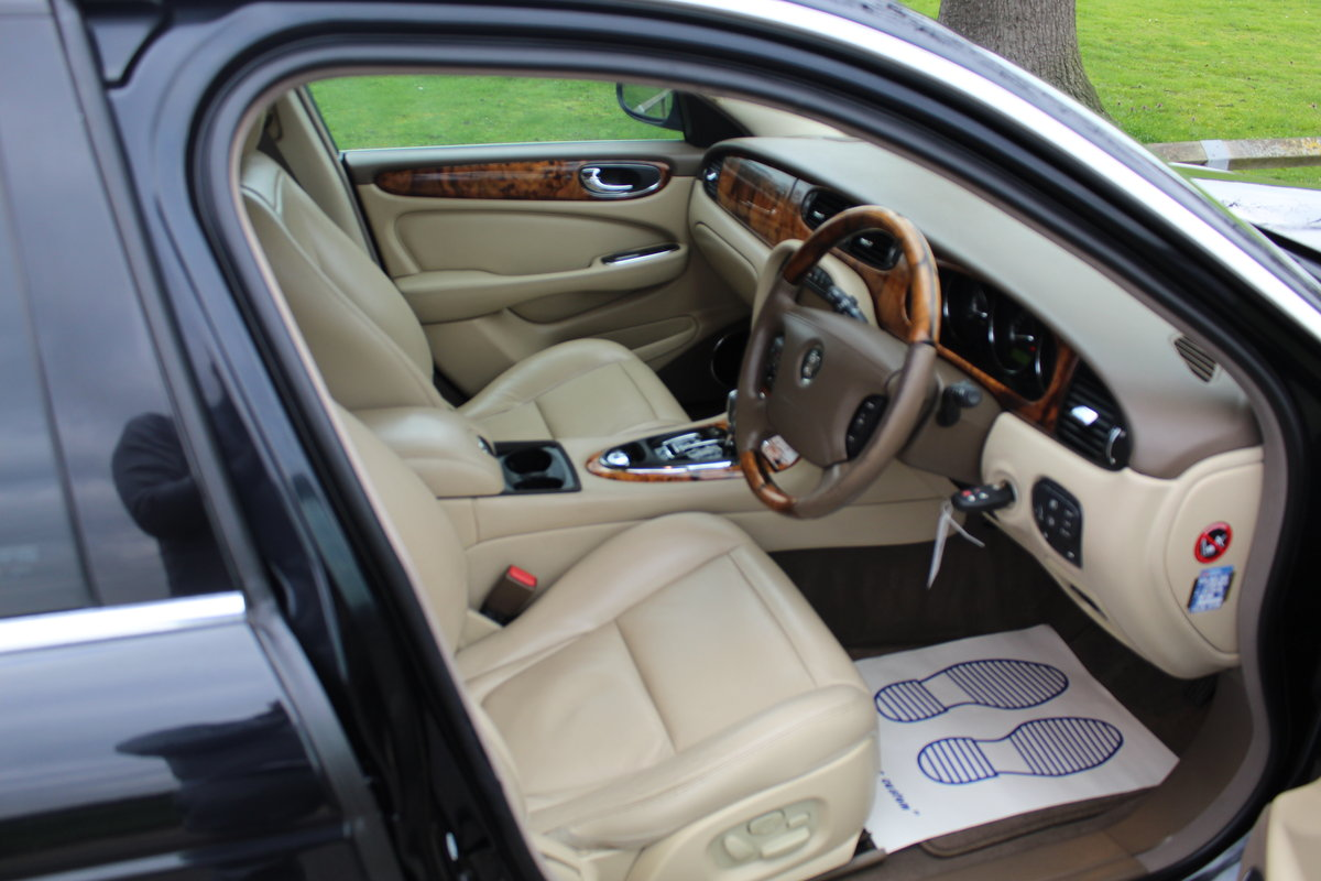 2005 Beautiful Jaguar XJ 4.2 V8 Executive For Sale (picture 4 of 6)