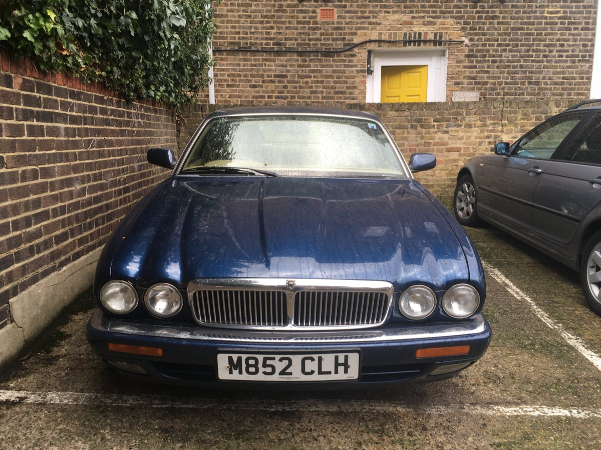 Jaguar XJ Sovereign (1995) Spares or Repair For Sale (picture 1 of 6)